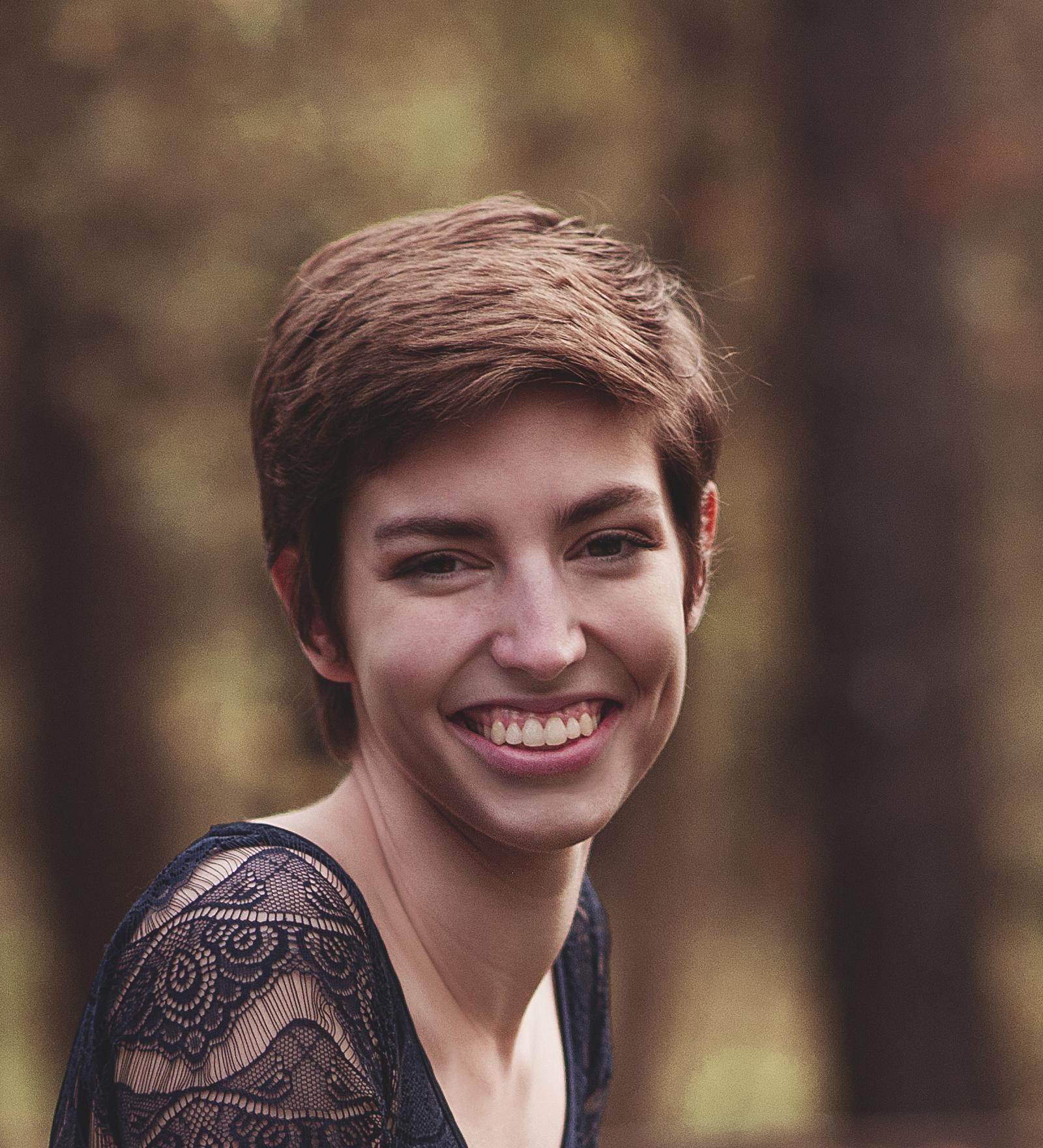 Anna Headshot-1